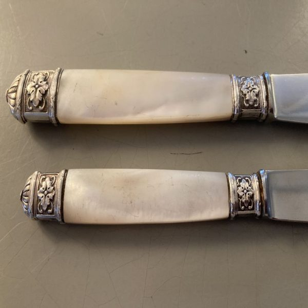 Coffret de 24 couteaux manche en nacre